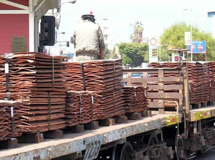 Roban cobre en tren en pleno movimiento en Antofagasta