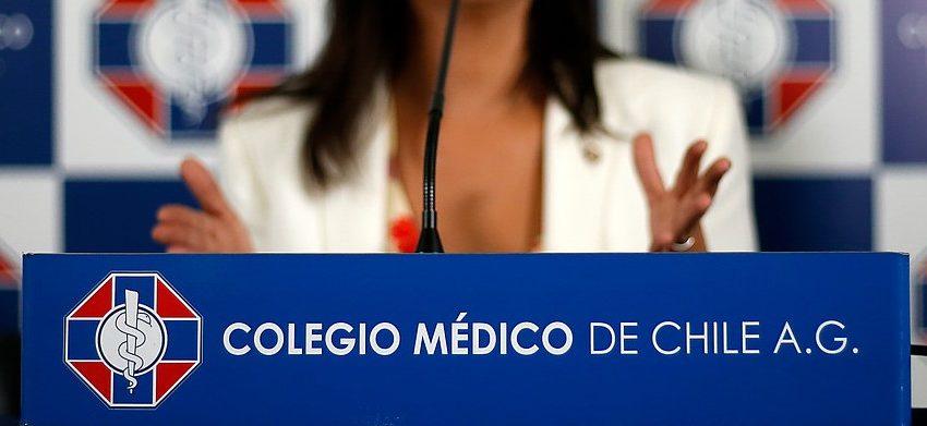 Desde el Colegio de Médico aseguran que Chile tiene un brote «fuera de control»