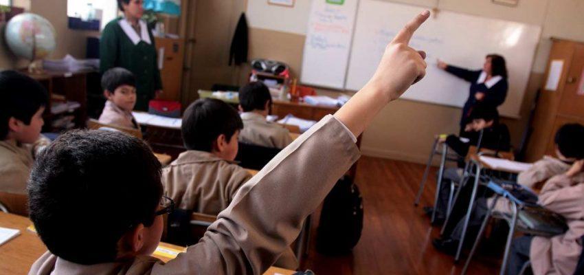 ¿Se vuelve a clase? Ministro de Educación cierra la polémica