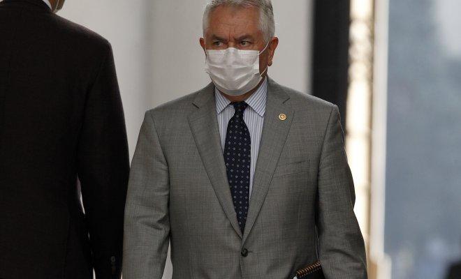 Enrique Paris asume como nuevo Ministro de Salud tras salida de Jaime Mañalich