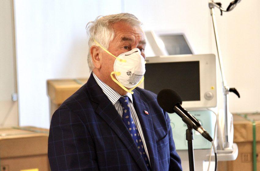 Ministro Paris descartó por completo levantar cuarentenas en junio y volver a clases antes de agosto