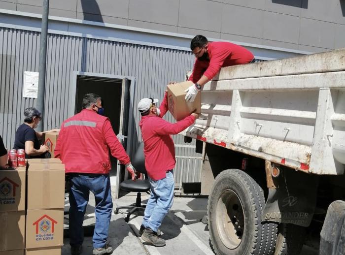 Municipalidad de Antofagasta entrega canastas familiares a trabajadores de la salud