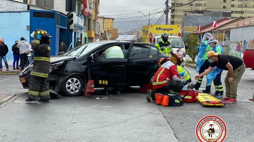 Colisión entre una camioneta y un colectivo deja a una persona lesionada en el sector centro de Antogafasta