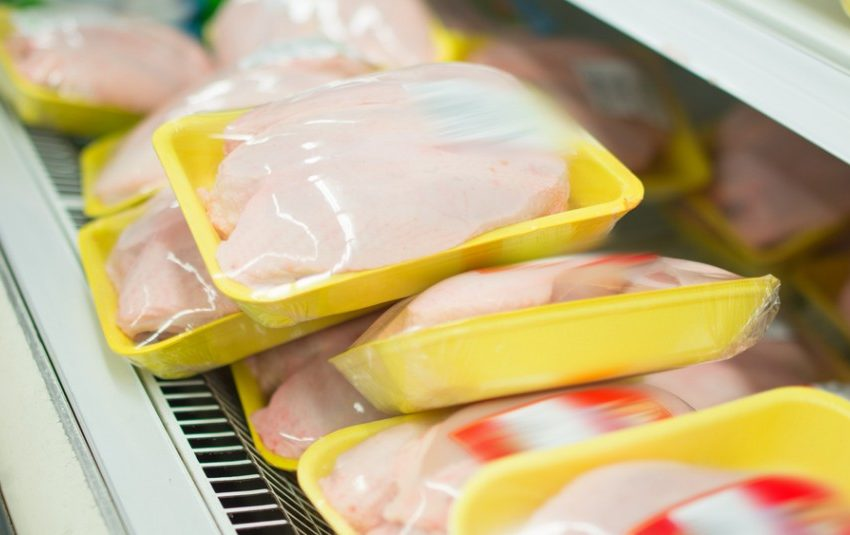 Agrecu exige indemnizar con $50 mil a cada chileno afectado por la colusión de pollos