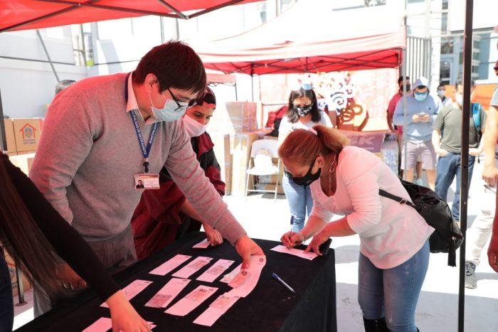 Municipio de Antofagasta entrega ayuda social a trabajadores portuarios eventuales