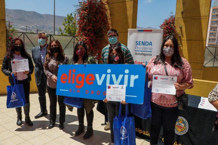 Municipio y Senda culminan talleres e intervención parental en 10 familias de Antofagasta