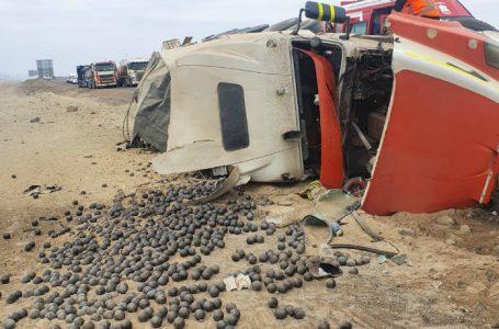 El volcamiento de un Camión en el norte de Mejillones deja un herido