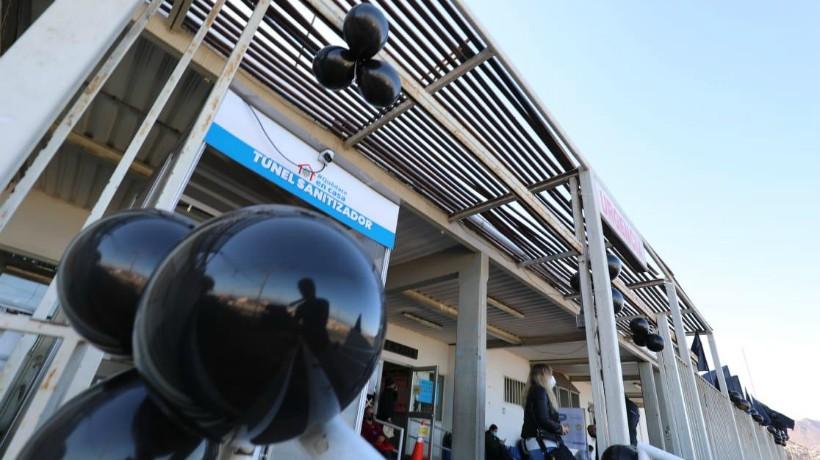 Trabajadores de la Atención Primaria se manifestaron su rechazo al presupuesto nacional de salud 2021 con globos negros y pancartas