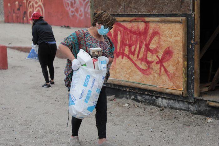 Realizan operativo de limpieza en Playa Paraíso de Antofagasta