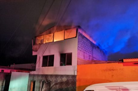 Fuerte incendio dejo a trece personas damnificadas en el norte de Antofagasta