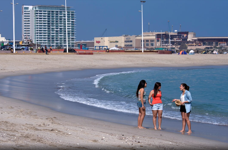 Colegio Médico pide reducir aforos en las playas de Antofagasta