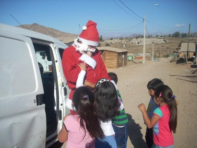 Campaña en Antofagasta: 100 regalos para 100 sonrisas en navidad