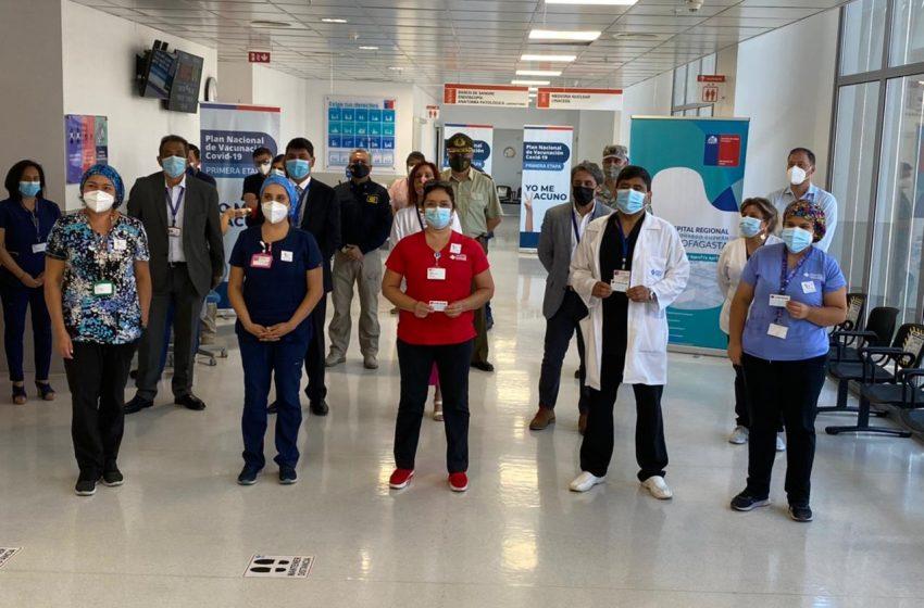 Así fue la primera jornada de vacunación en funcionarios de la salud en Antofagasta