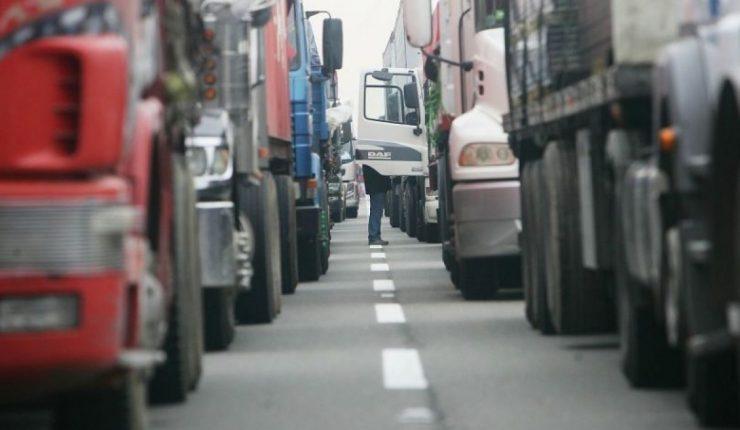 Camioneros piden ser incorporados como grupo prioritario en vacunación anticovid