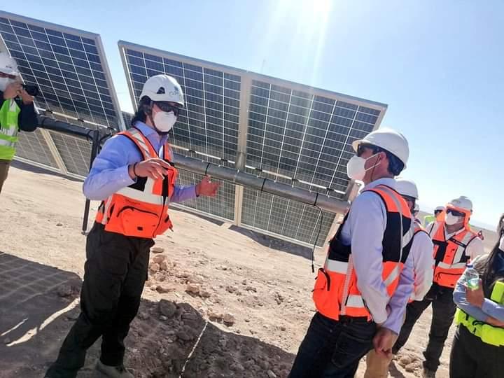 Biministro de Energía y Minería visitó innovadora planta híbrida eólica y solar en la región de Antofagasta