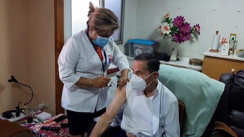 Inician proceso de vacunación a domicilio para pacientes postrados de Antofagasta