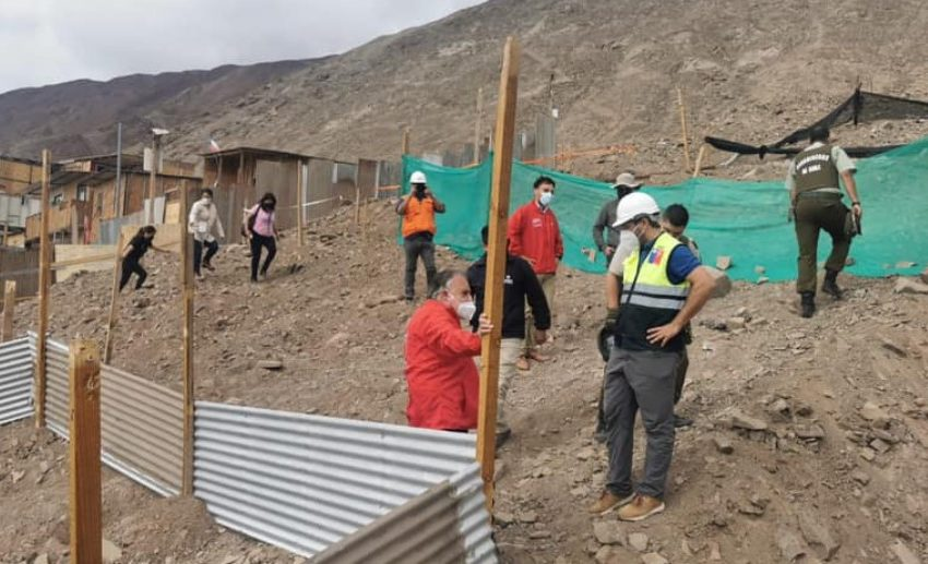 Desalojan casi 80 lotes de toma ubicada cerca de vías aluvionales en Antofagasta