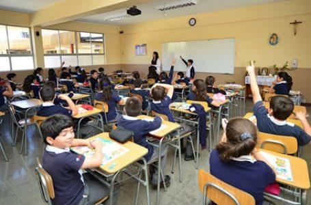 Ministro de Educación no descarta suspender clases en caso de rebrote en un colegio