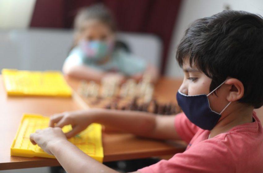 Equipo psicosocial CMDS aborda efectos negativos en la salud mental en la comunidad escolar