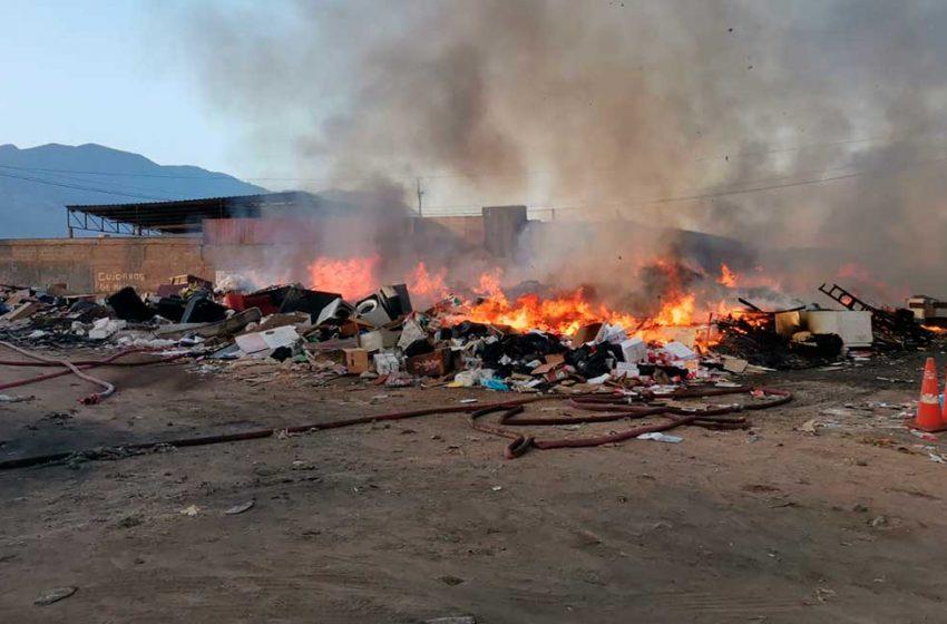 Alcalde de Antofagasta lidera mesa de trabajo para erradicar quemas de basura