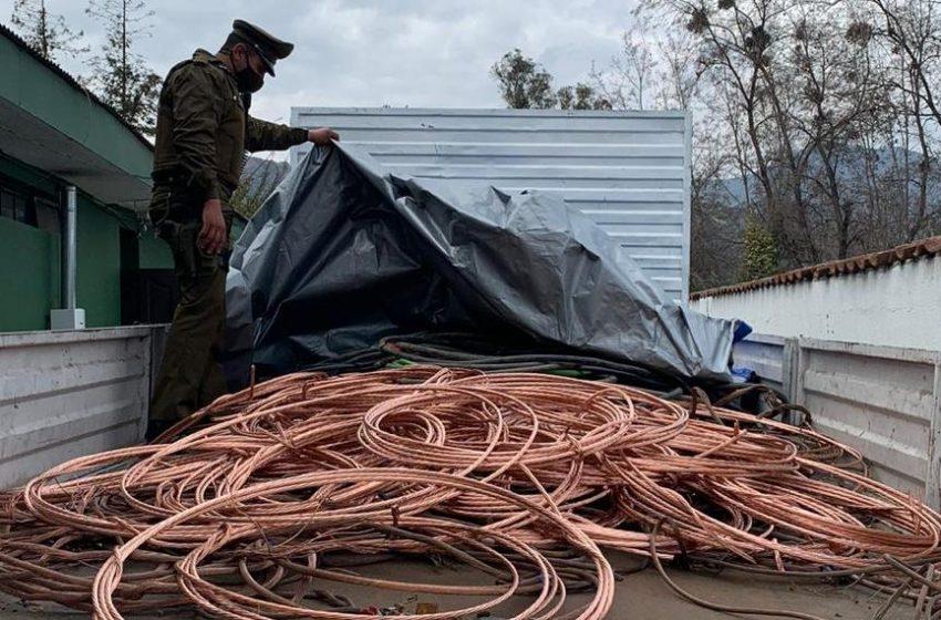 Hombre es sorprendido por carabineros robando cables en Antofagasta